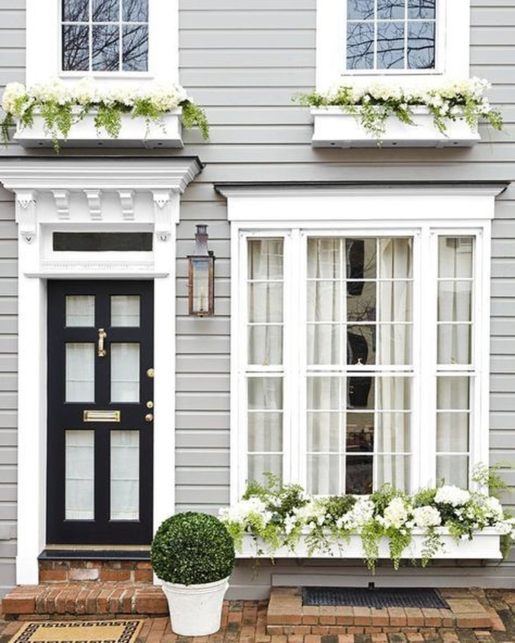 Fabulous Exterior Decoration Ideas With Flower In Window 32