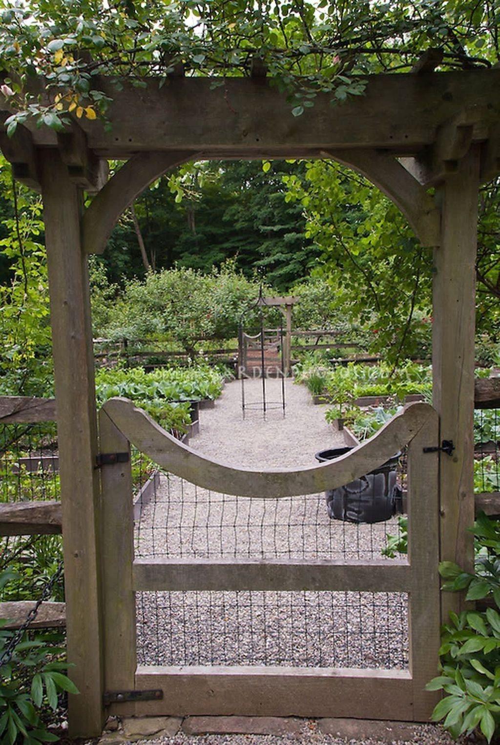 Lovely Vegetable Garden Decoration Ideas For You 21