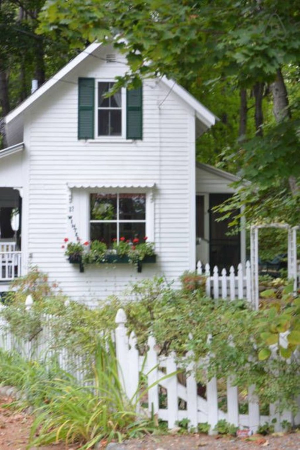 Perfect Small Cottages Design Ideas For Tiny House That Trend This Year 22