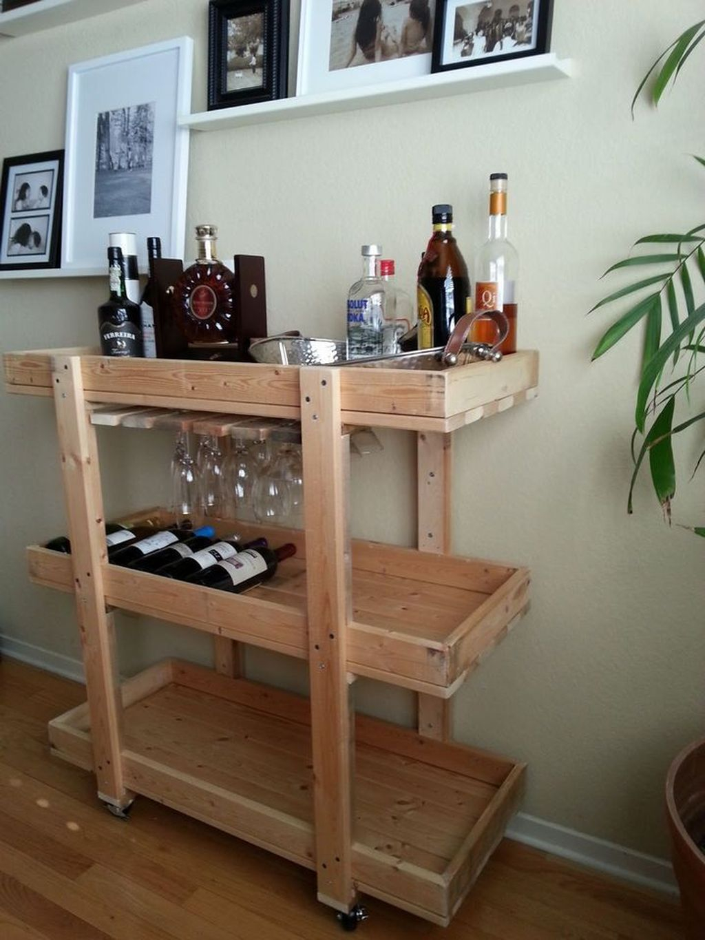 Trendy Pallet Mini Bar Design Ideas To Try 13