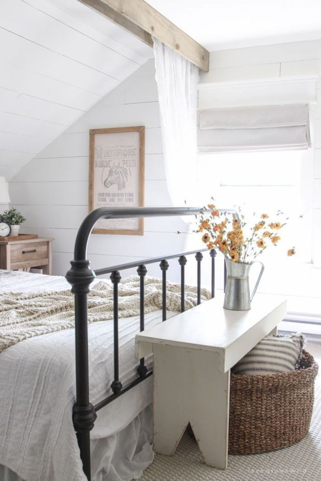 Vintage Farmhouse Bedroom Decor Ideas On A Budget To Try 21