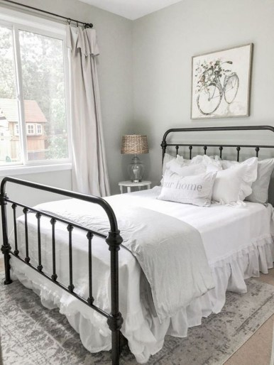 Vintage Farmhouse Bedroom Decor Ideas On A Budget To Try 25