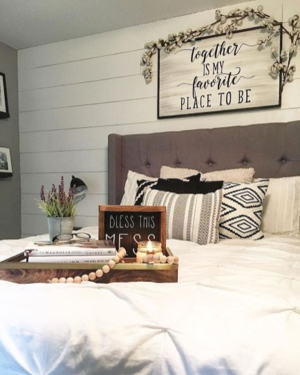 Vintage Farmhouse Bedroom Decor Ideas On A Budget To Try 30