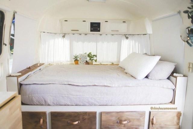 Impressive Airstream Interior Design Ideas To Try 08