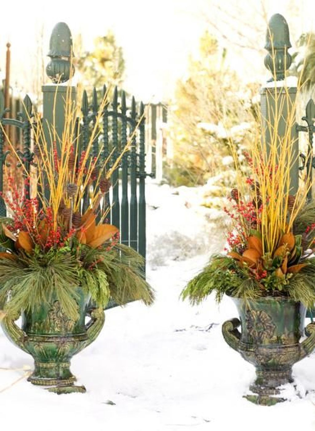 Marvelous Outdoor Holiday Planter Ideas To Beauty Porch Décor 14