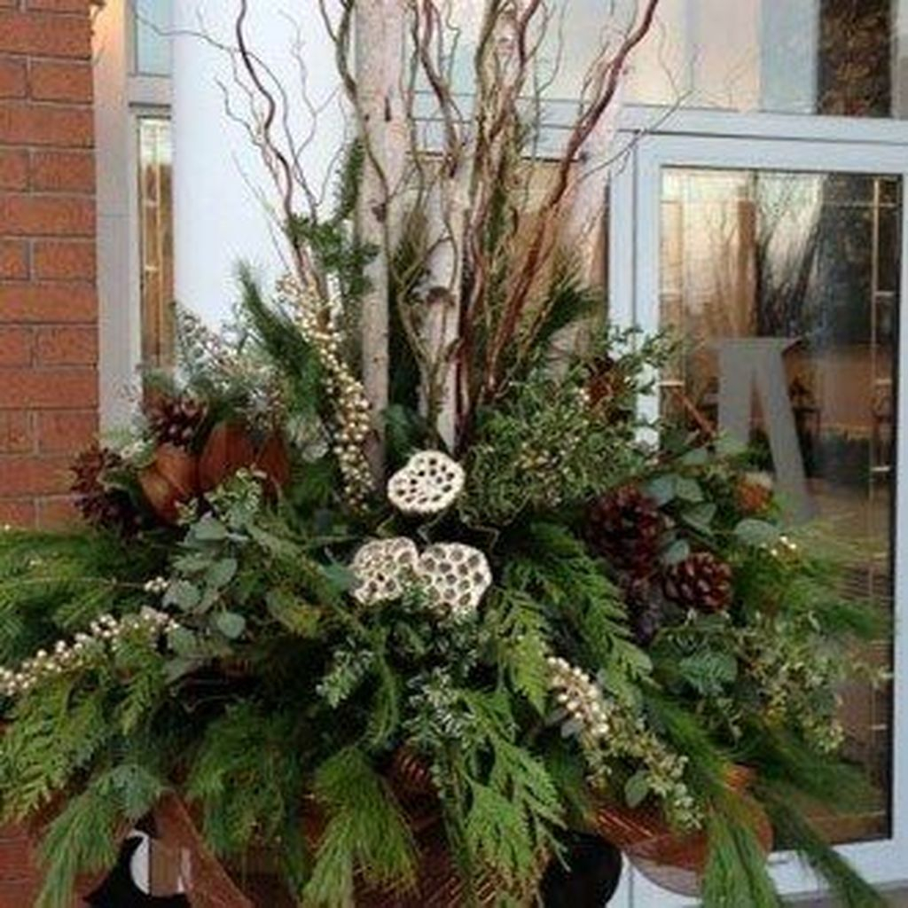 Marvelous Outdoor Holiday Planter Ideas To Beauty Porch Décor 24