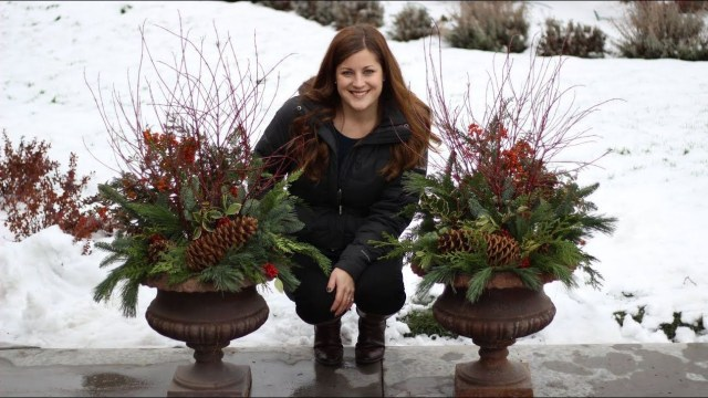 Marvelous Outdoor Holiday Planter Ideas To Beauty Porch Décor 30