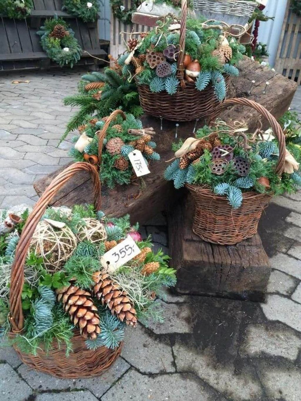 Marvelous Outdoor Holiday Planter Ideas To Beauty Porch Décor 42
