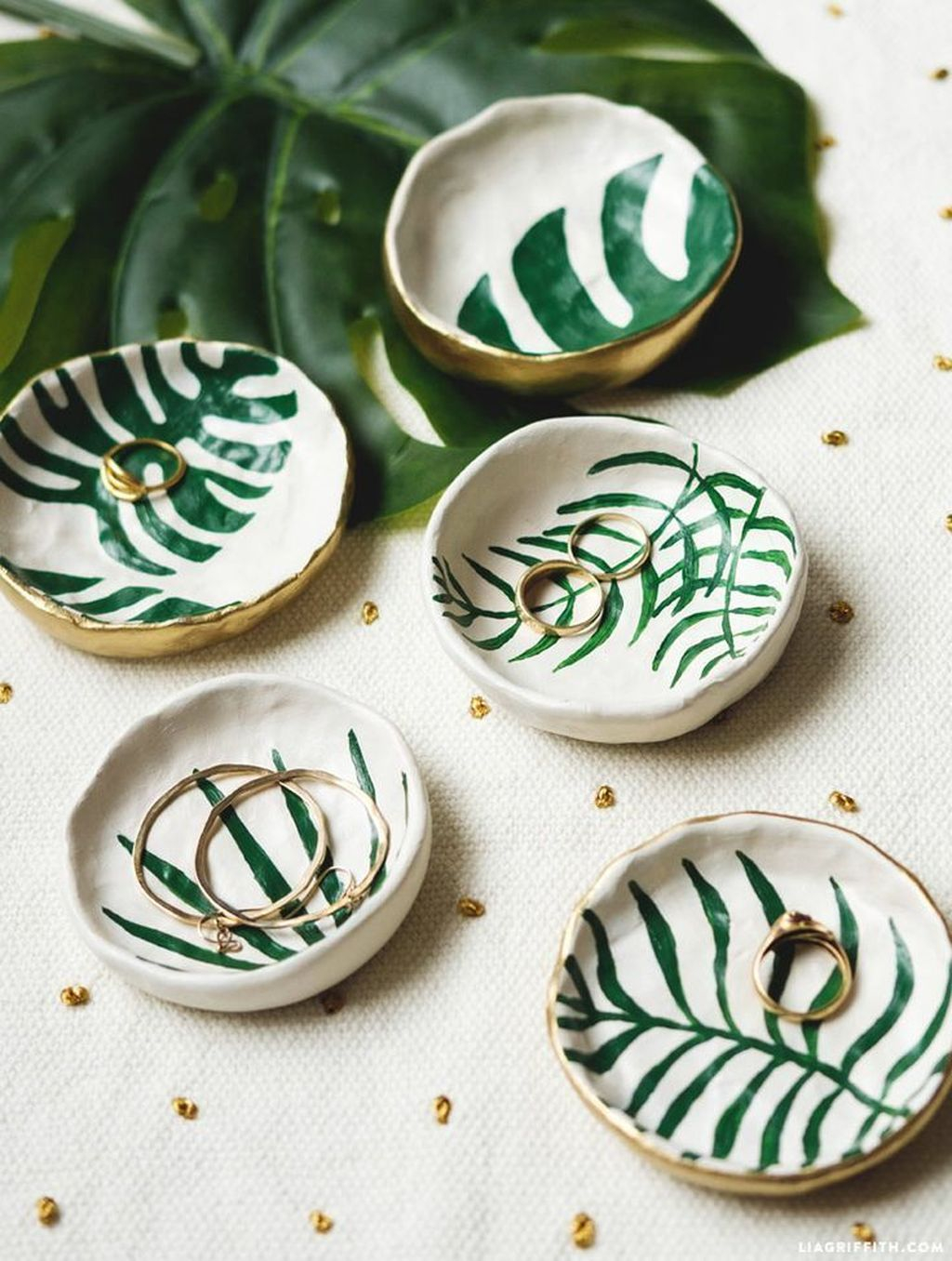 Splendid Tropical Leaf Decor Ideas For Home Design 32