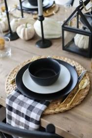 Adorable Fall Farmhouse Dining Room Decor Ideas 28