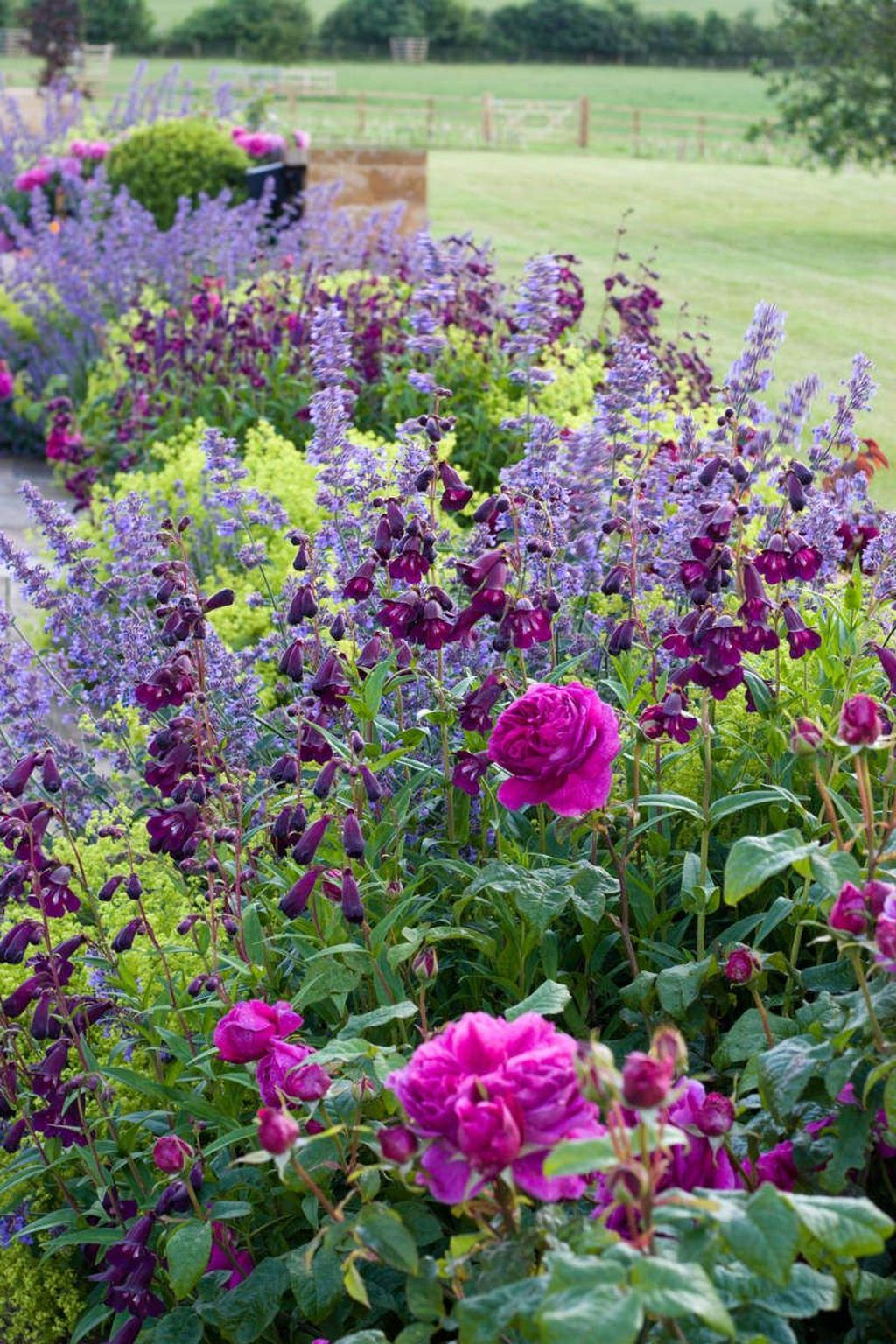 Beautiful Cottage Garden Ideas For Outdoor Space 01