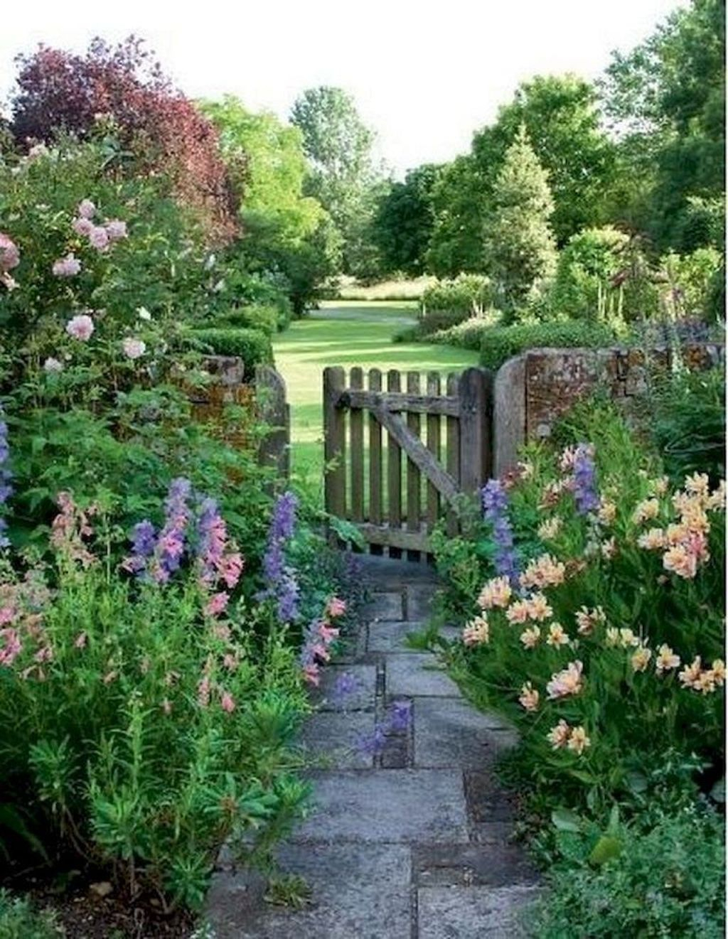 Beautiful Cottage Garden Ideas For Outdoor Space 23