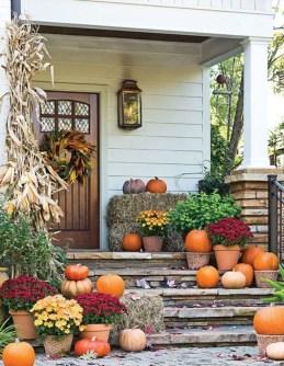Beautiful Fall Porch Decor Ideas That Looks Modern 07