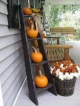 Beautiful Fall Porch Decor Ideas That Looks Modern 14