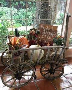 Beautiful Fall Porch Decor Ideas That Looks Modern 16