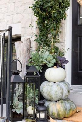 Beautiful Fall Porch Decor Ideas That Looks Modern 17