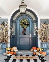Beautiful Fall Porch Decor Ideas That Looks Modern 19