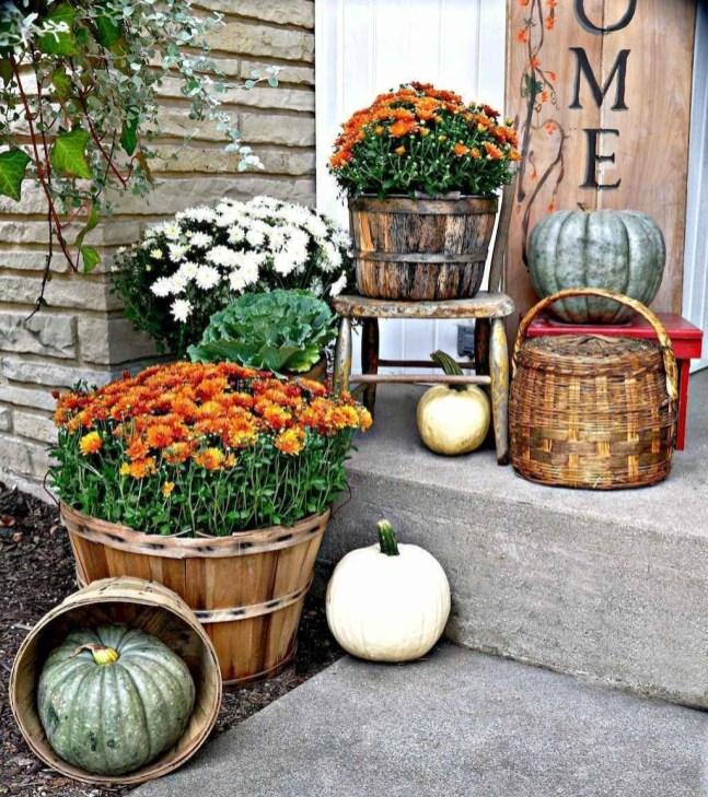 Beautiful Fall Porch Decor Ideas That Looks Modern 41