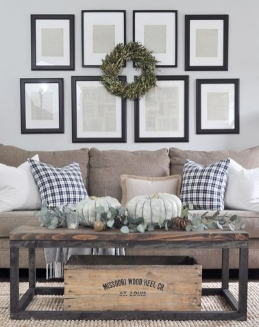 Casual Living Room Wall Decor Ideas That Looks Cool 01
