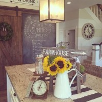 Elegant Summer Farmhouse Decor Ideas For Home 02