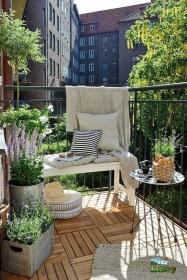 Impressive Fall Apartment Balcony Decorating Ideas To Try20