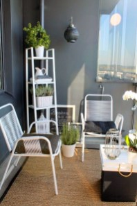 Impressive Fall Apartment Balcony Decorating Ideas To Try31