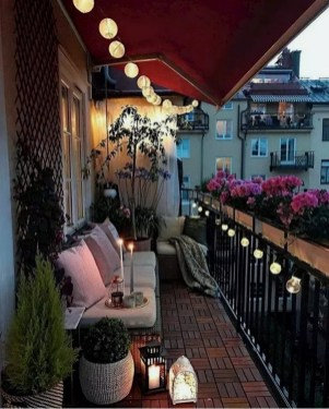 Impressive Fall Apartment Balcony Decorating Ideas To Try35
