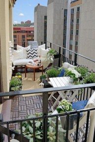 Impressive Fall Apartment Balcony Decorating Ideas To Try40