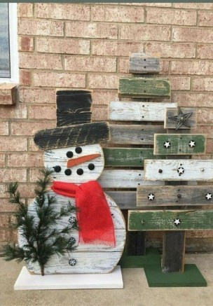 Stunning Diy Outdoor Decoration Ideas For Christmas That Looks Cool26