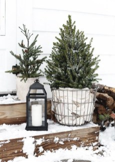 Stunning Diy Outdoor Decoration Ideas For Christmas That Looks Cool32