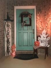 Unique Halloween Porch Ideas On A Budget21