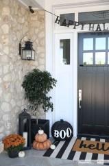 Unique Halloween Porch Ideas On A Budget28