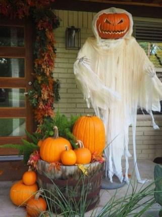 Unique Halloween Porch Ideas On A Budget45