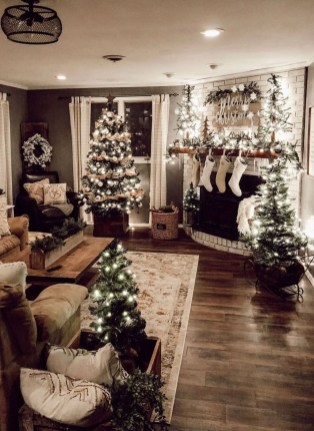Astonishing Holiday Decorating Ideas With Lights To Try This Season 13