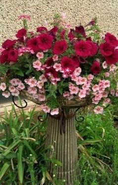 Chic Summer Planter Design Ideas For Summer Outdoor Pool 34
