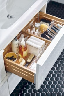 Impressive Bathroom Organization Ideas For Your First Apartment In College 14