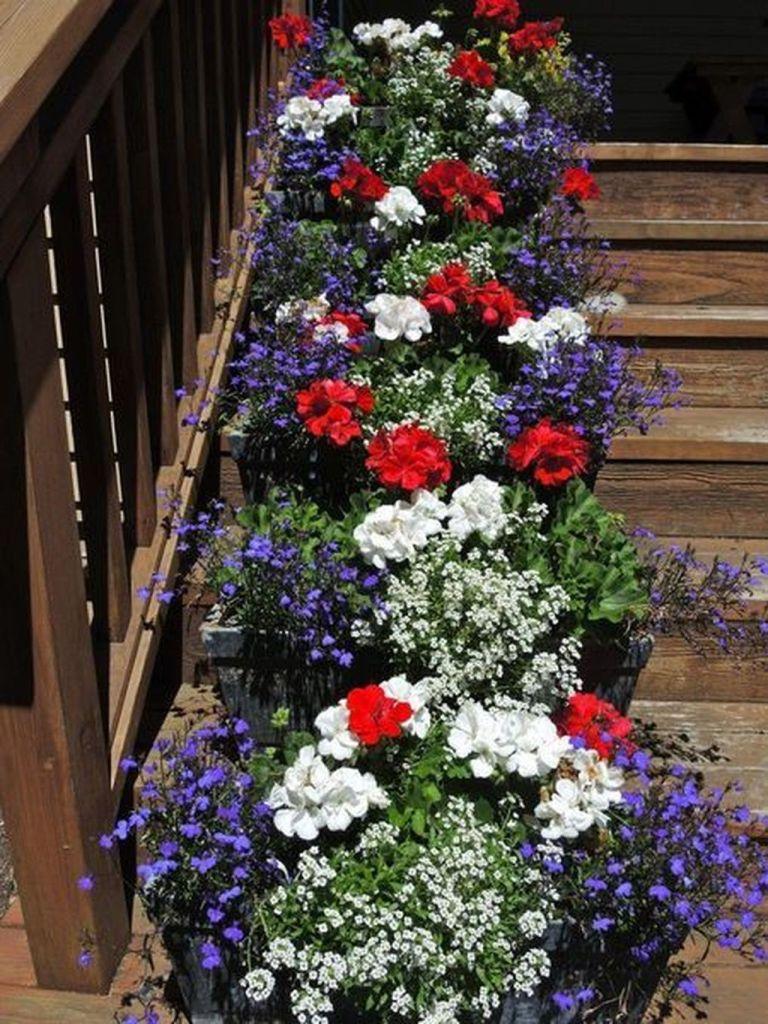 Impressive Summer Planter Design Ideas For Front Yard Decoration 43