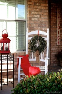 Affordable Christmas Porch Decoration Ideas To Try This Season 05