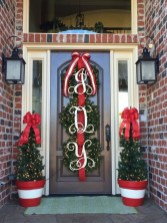 Affordable Christmas Porch Decoration Ideas To Try This Season 08
