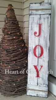 Affordable Christmas Porch Decoration Ideas To Try This Season 14
