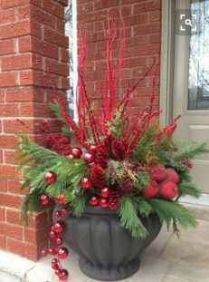 Affordable Christmas Porch Decoration Ideas To Try This Season 21