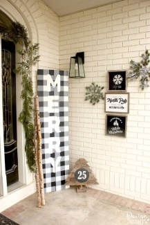 Affordable Christmas Porch Decoration Ideas To Try This Season 31