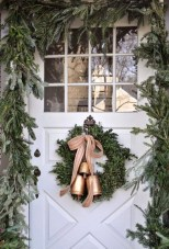 Affordable Christmas Porch Decoration Ideas To Try This Season 34