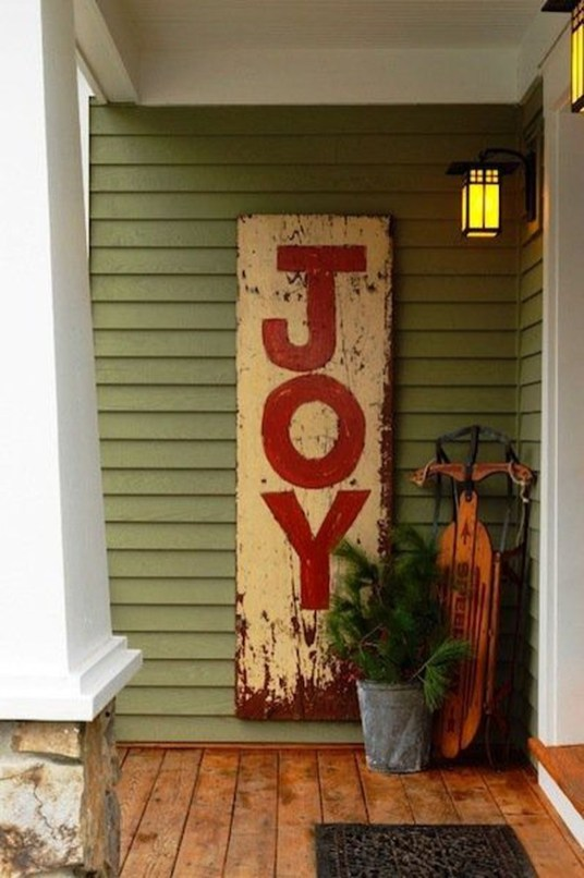 Affordable Christmas Porch Decoration Ideas To Try This Season 37