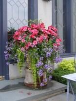 Dreamy Front Door Flower Pots Design Ideas To Increase Your Home Beauty 04