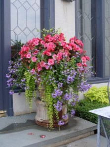 Dreamy Front Door Flower Pots Design Ideas To Increase Your Home Beauty 04