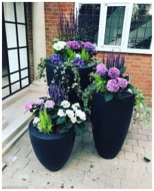 Dreamy Front Door Flower Pots Design Ideas To Increase Your Home Beauty 31