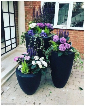 Dreamy Front Door Flower Pots Design Ideas To Increase Your Home Beauty 31