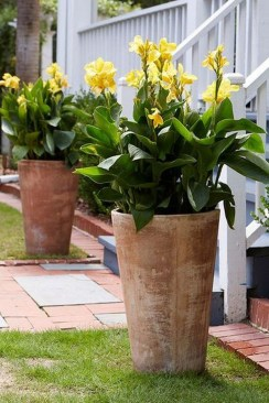 Dreamy Front Door Flower Pots Design Ideas To Increase Your Home Beauty 32