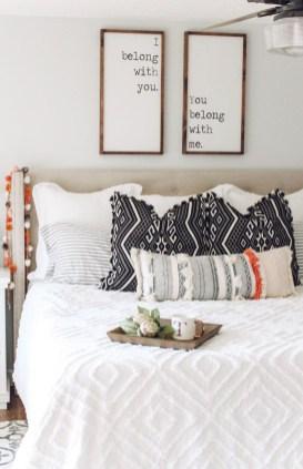 Gorgeous Beachy Farmhouse Bedroom Design Ideas For Cozy Sleep 06